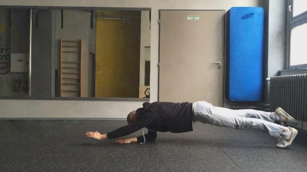 Plank 1 leg 1 arm